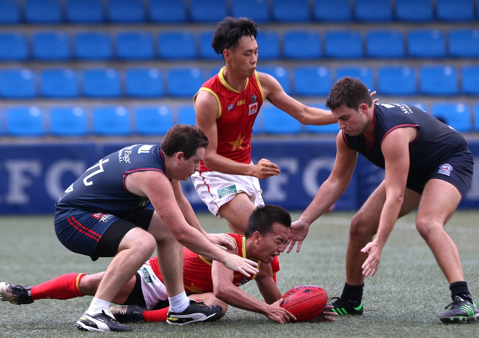 China's Zheng Yifeng beats the Dragons to the ball. Photo: K.Y. Cheng. Photo, South China Morning Post.